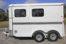 #77472 - New 2017 Bee 2HBPSLDLX 2 Horse Trailer  with 2' Short Wall