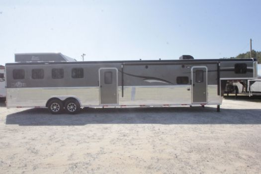 #07327 - New 2017 Bison Ranger 8411GLQMTBK 4 Horse Trailer  with 11' Short Wall