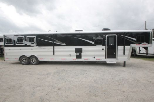 #07413 - New 2018 Bison Premiere 8317SSDS 3 Horse Trailer  with 17' Short Wall