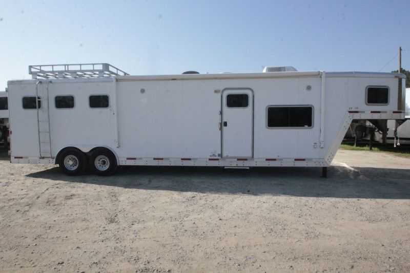 #37024 - Used 2006 Exiss SS314LQ 3 Horse Trailer with 14' Short Wall