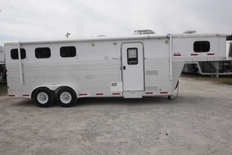 #41759 - Used 2008 Exiss ES307ELQ 3 Horse Trailer with 7' Short Wall