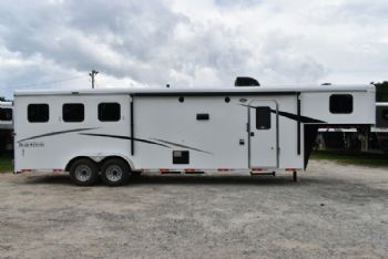 #07642 - New 2018 Bison Trail Hand 7310BD 3 Horse Trailer  with 10' Short Wall