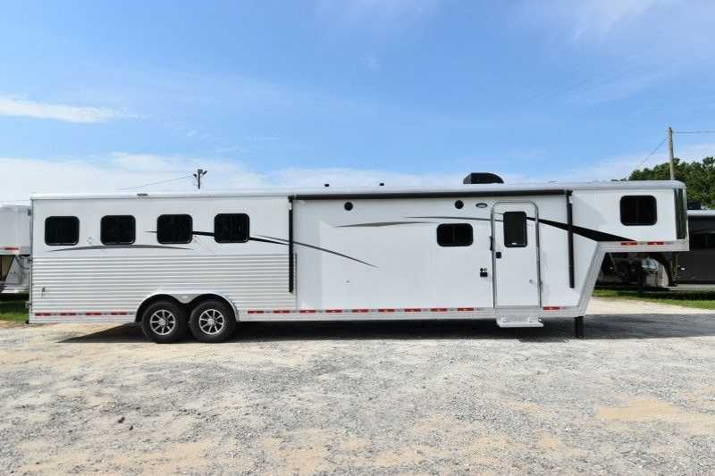 #07720 - New 2018 Bison Laredo 8413GBSO 4 Horse Trailer with 13' Short Wall