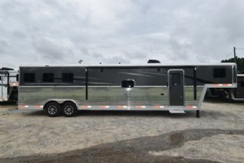 #07731 - New 2018 Bison Laredo 8315SOBSLB 3 Horse Trailer  with 15' Short Wall