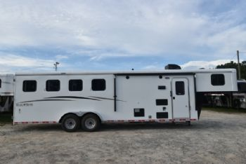 #07741 - New 2018 Bison Trail Hand 7408 4 Horse Trailer  with 8' Short Wall