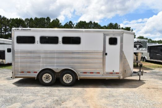 #95241 - Used 2010 CM 3HSLBP 3 Horse Trailer  with 2' Short Wall