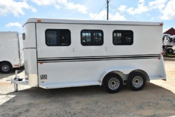 #77611 - New 2018 Bee 3HBPSLDLX 3 Horse Trailer  with 2' Short Wall
