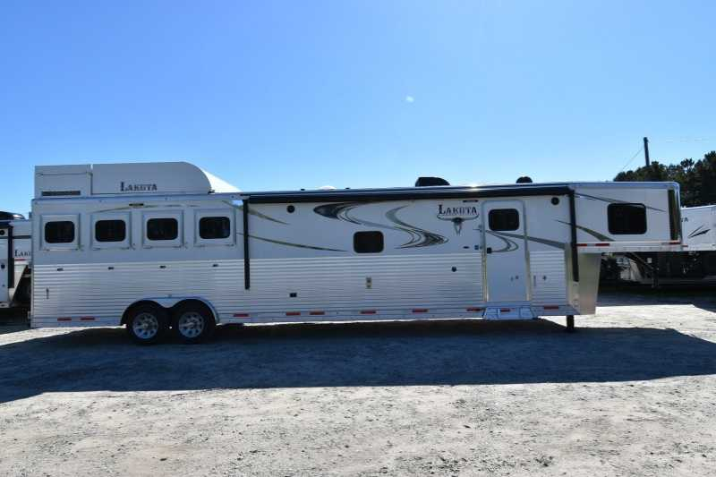 #01476 - New 2018 Lakota 8416SRGLQUG 4 Horse Trailer with 16' Short Wall