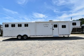 #88260 - Used 2006 Featherlite 8417 4 Horse Trailer  with 17' Short Wall