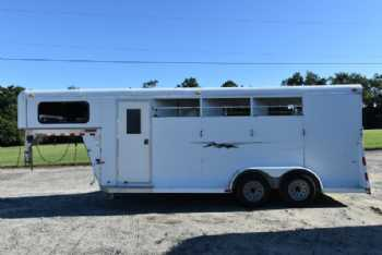 #77373 - Used 2006 Bee  3 Horse Trailer  with 4' Short Wall