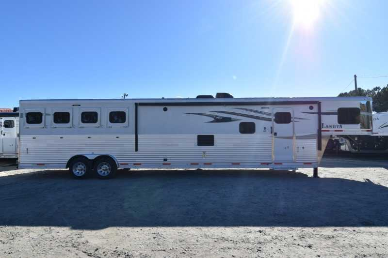 #01643 - New 2018 Lakota Charger 8417SRBBLQ 4 Horse Trailer with 17' Short Wall