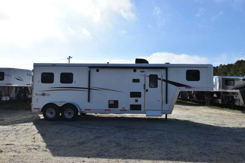 #08031 - New 2018 Bison Trail Boss 7209 2 Horse Trailer with 9' Short Wall