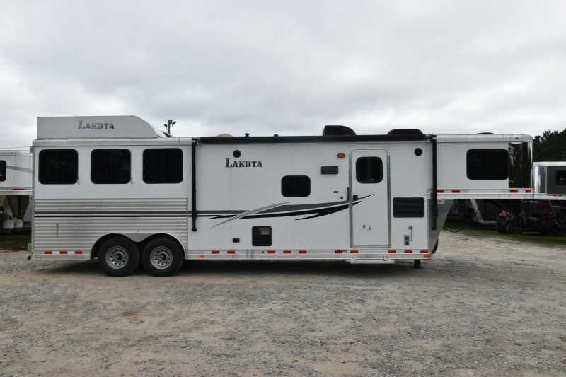 #87661 - Used 2014 Lakota 8311 3 Horse Trailer with 11' Short Wall