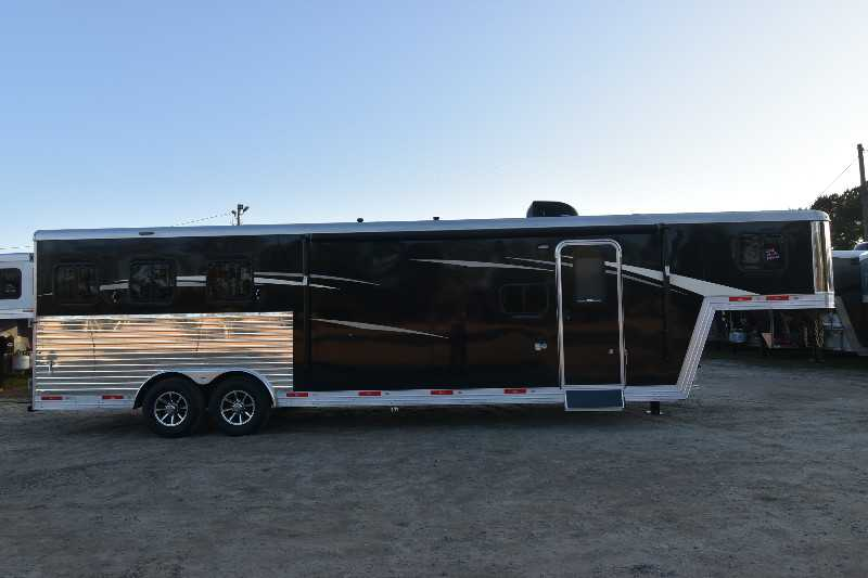 #08125 - New 2018 Bison Laredo 8311 3 Horse Trailer with 11' Short Wall