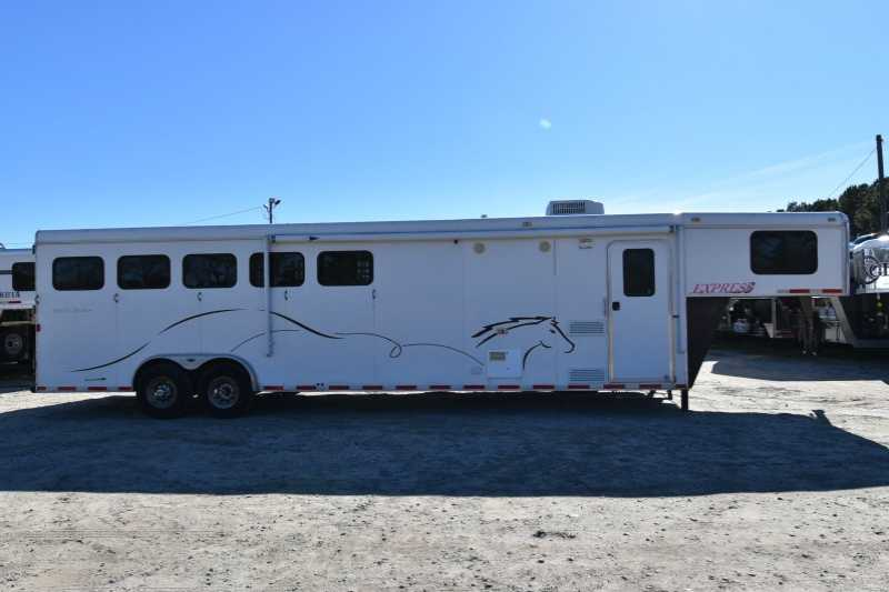 #00198 - Used 2010 Harmar 8508LQ 5 Horse Trailer with 8' Short Wall