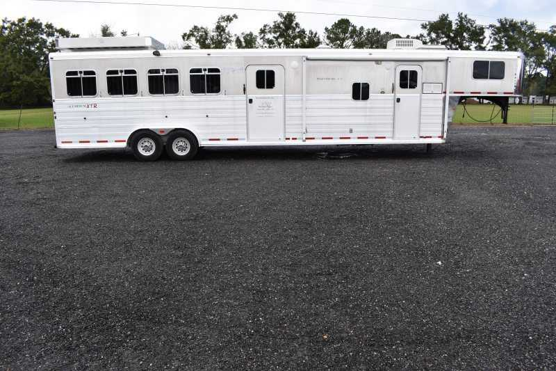 #03720 - Used 2007 Logan Coach 4 Horse Trailer with 10' Short Wall