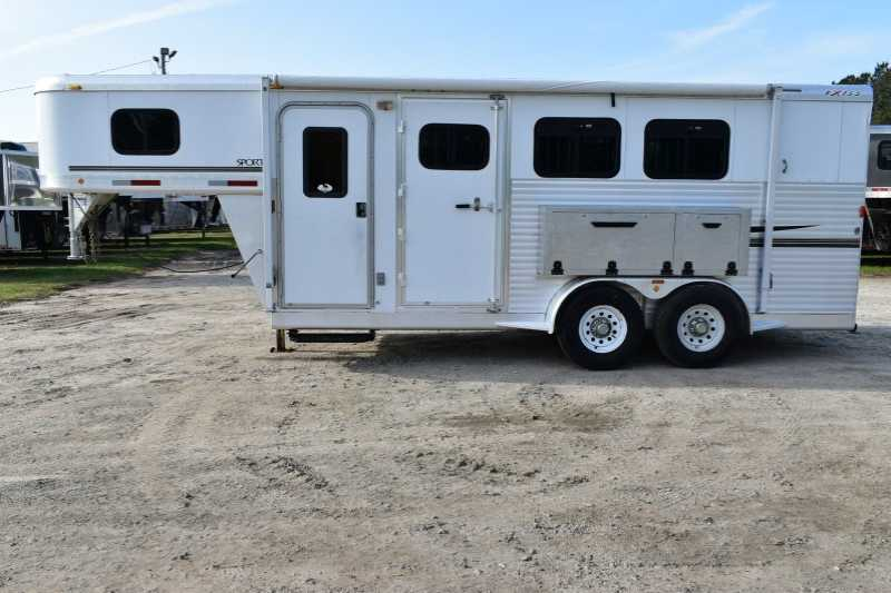 #30527 - Used 2004 Exiss 7304GN 3 Horse Trailer with 4' Short Wall