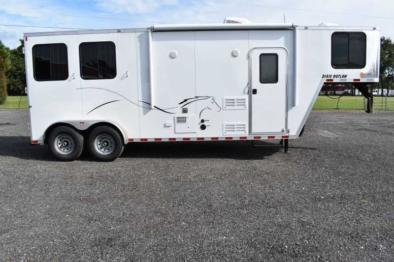 #00408 - New 2019 Harmar Dixie Star Outlaw 7208LQ 2 Horse Trailer with 8' Short Wall
