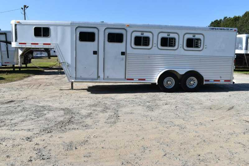 #29633 - Used 2000 Featherlite 7304MTGN 3 Horse Trailer with 4' Short Wall