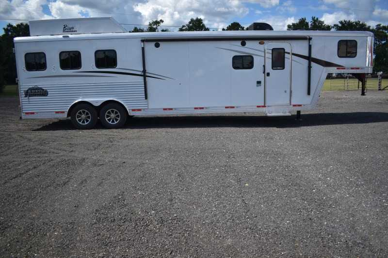 #08535 - New 2019 Bison Laredo 8313GBSO 3 Horse Trailer with 13' Short Wall