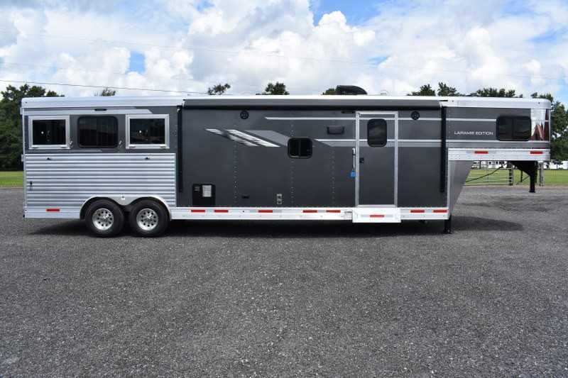 #00625 - New 2019 SMC SL8313SRK 3 Horse Trailer  with 13' Short Wall