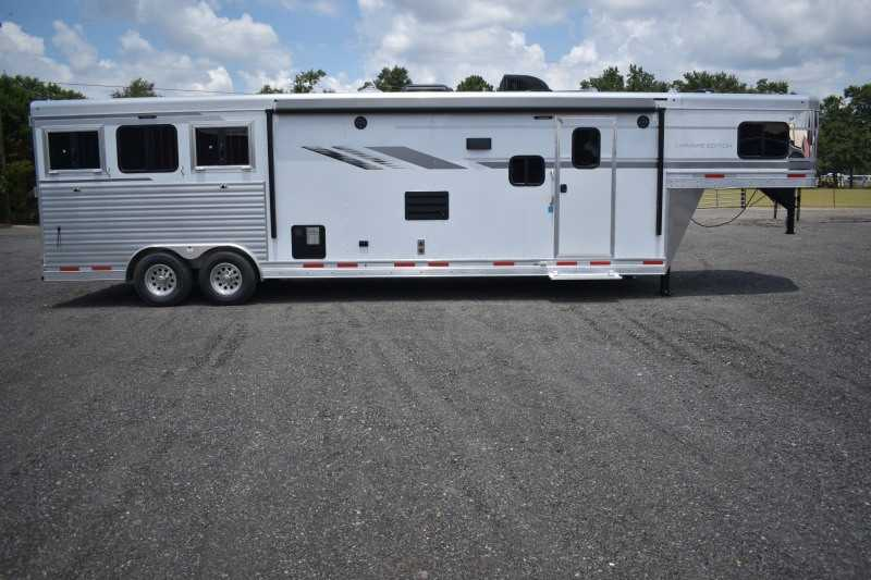 #00612 - New 2019 SMC SL8313SSR 3 Horse Trailer  with 13' Short Wall