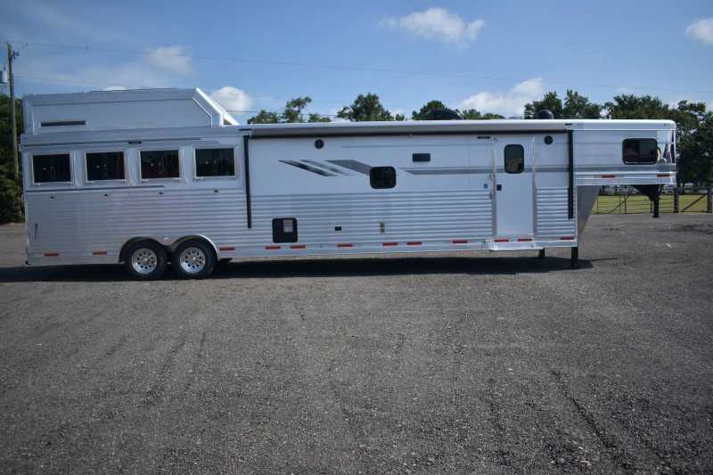 #00611 - New 2019 SMC SL8416SSR 4 Horse Trailer with 16' Short Wall
