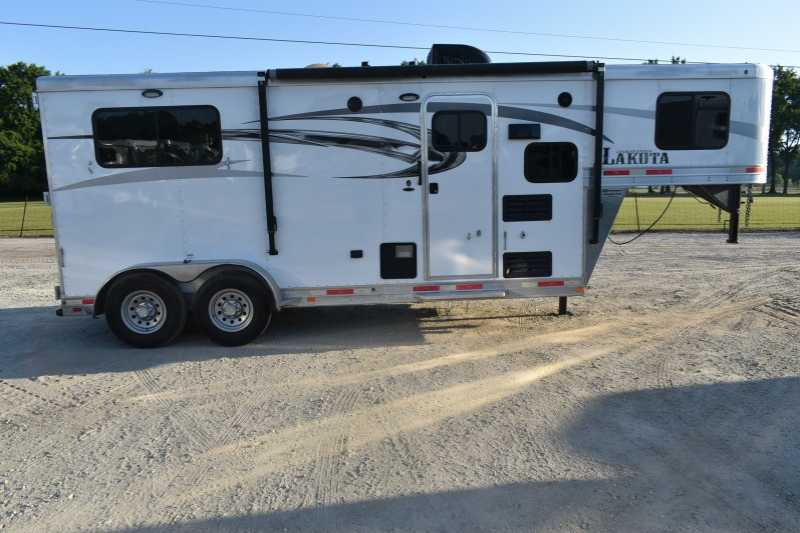 #00992 - Used 2016 Lakota 7209LQ 2 Horse Trailer with 9' Short Wall
