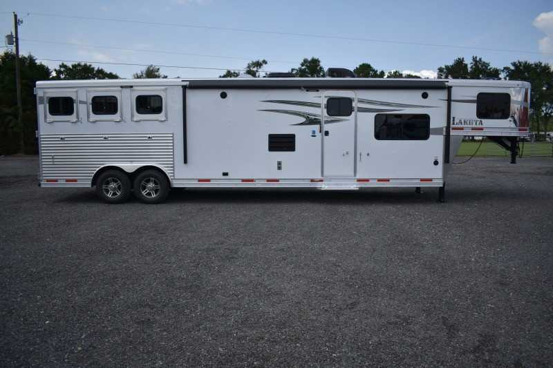 #00838 - New 2019 Lakota Charger 8315RKGLQ 3 Horse Trailer with 15' Short Wall