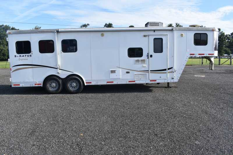 #09040 - Used 2007 Bison 8308LQ 3 Horse Trailer with 8' Short Wall