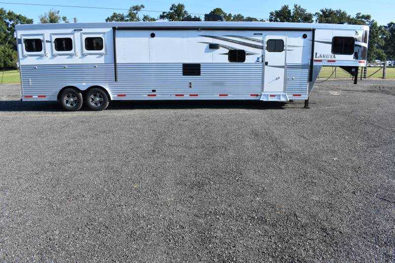 #00933 - New 2019 Lakota Charger 8317SRBGLQ 3 Horse Trailer with 17' Short Wall