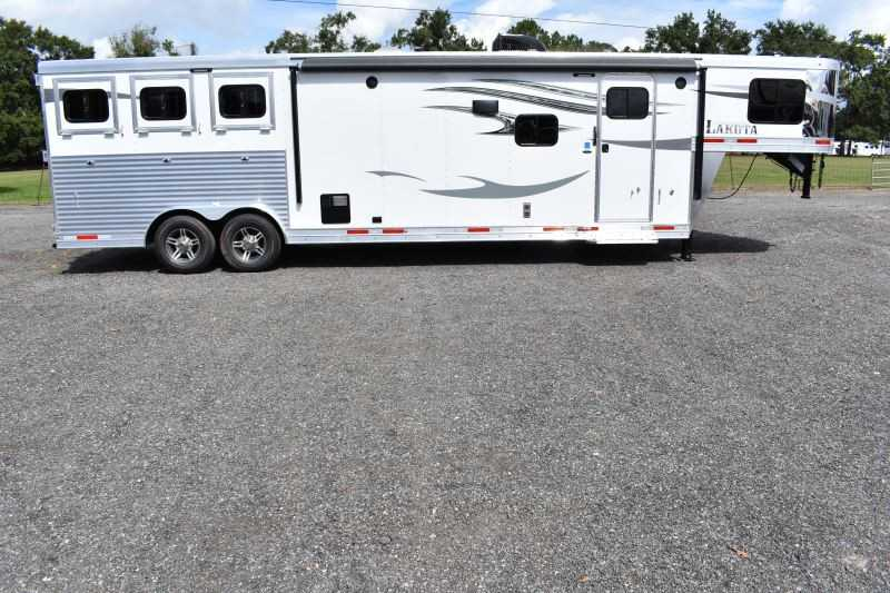 #00938 - New 2019 Lakota 8313RKBGLQ Charger 3 Horse Trailer  with 13' Short Wall
