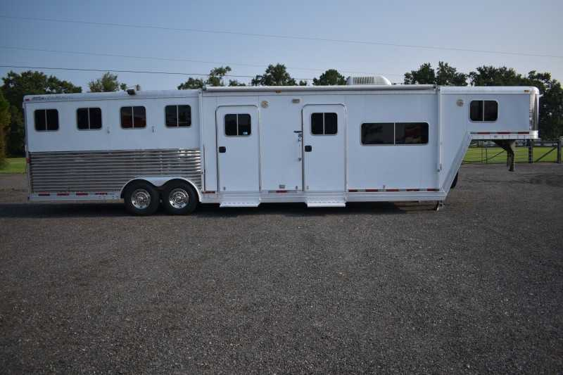 #80410 - Used 2005 Featherlite 8410MTLQ 4 Horse Trailer with 10' Short Wall