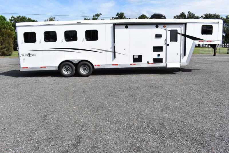 #08737 - New 2019 Bison Trail Boss 7409 4 Horse Trailer with 9' Short Wall