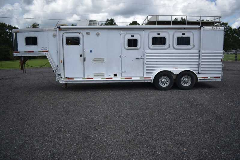 #23411 - Used 2003 Exiss Xt308 3 Horse Trailer with 8' Short Wall