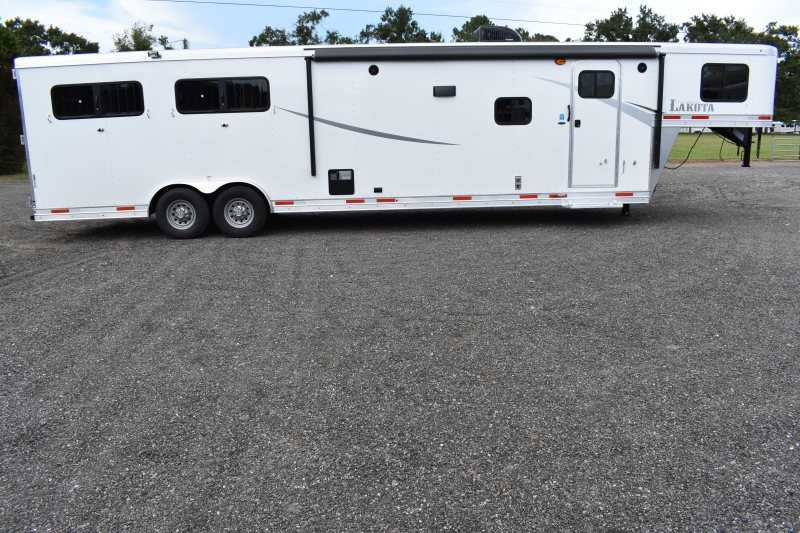 #01044 - New 2019 Lakota Colt 8413RKBSO 4 Horse Trailer with 13' Short Wall