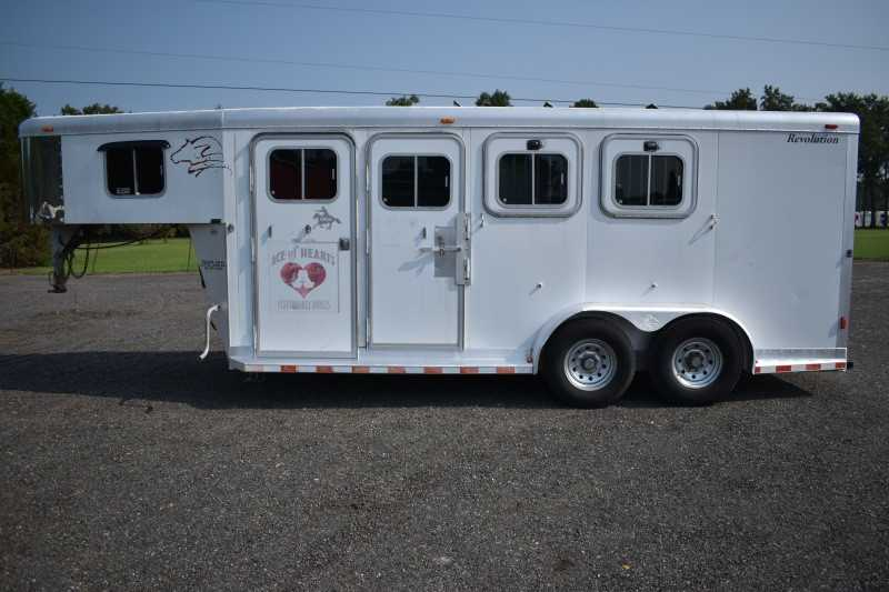#01331 - Used 2002 Sooner 7304GN 3 Horse Trailer with 4' Short Wall