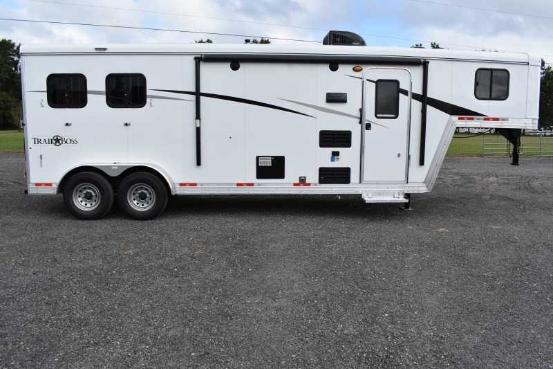 #08755 - New 2019 Bison Trail Boss 7209 2 Horse Trailer with 9' Short Wall