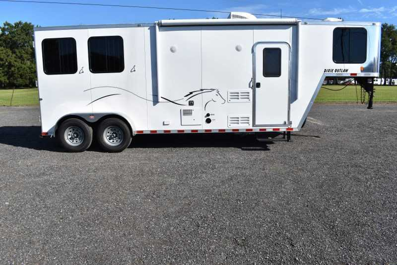 #00421 - New 2019 Harmar Dixie Star Outlaw 7208LQ 2 Horse Trailer with 8' Short Wall