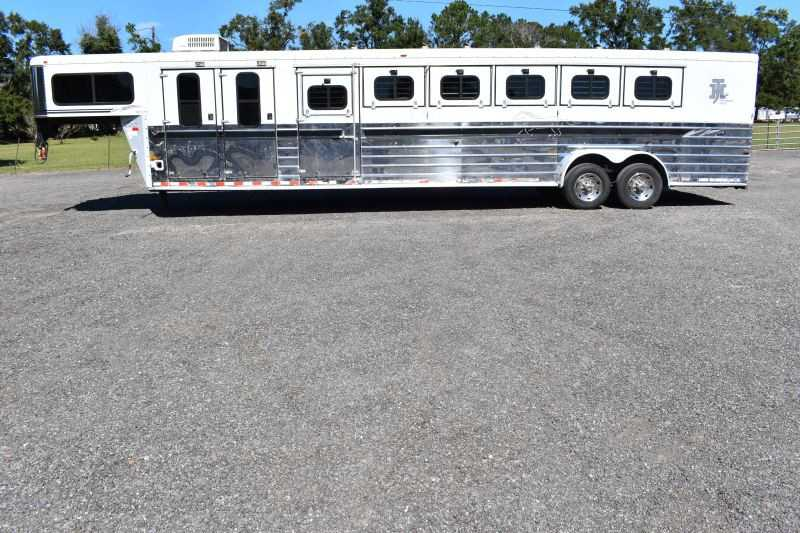 #B6758 - Used 2001 Sundowner 6H 6 Horse Trailer with 4' Short Wall