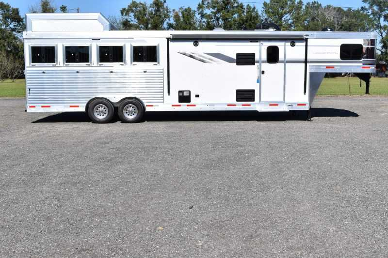 #01121 - New 2019 SMC SL8411SR 4 Horse Trailer with 11' Short Wall