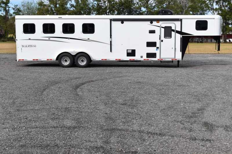 #08880 - New 2019 Bison Trail Hand 7409 4 Horse Trailer with 9' Short Wall