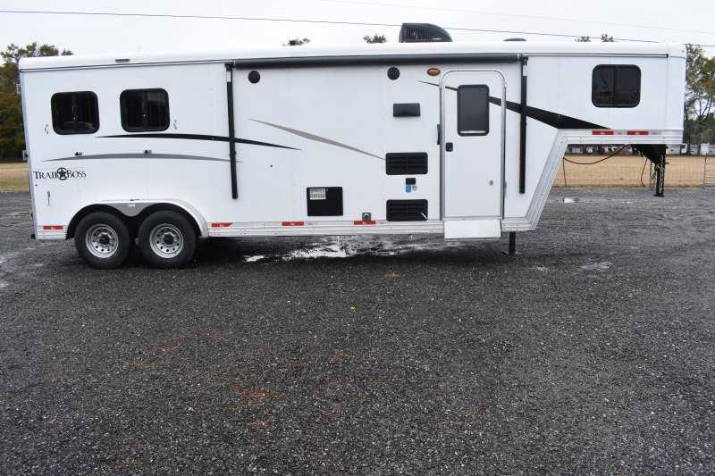 #08886 - New 2019 Bison Trail Boss 7209 2 Horse Trailer with 9' Short Wall