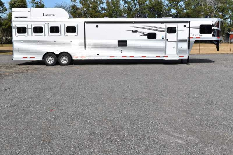 #01388 - New 2019 Lakota Charger 8418SSUG 4 Horse Trailer with 18' Short Wall