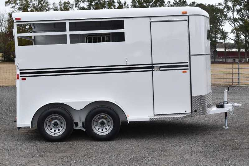 #77934 - New 2019 Bee 2HBPSLDLX 2 Horse Trailer with 2' Short Wall