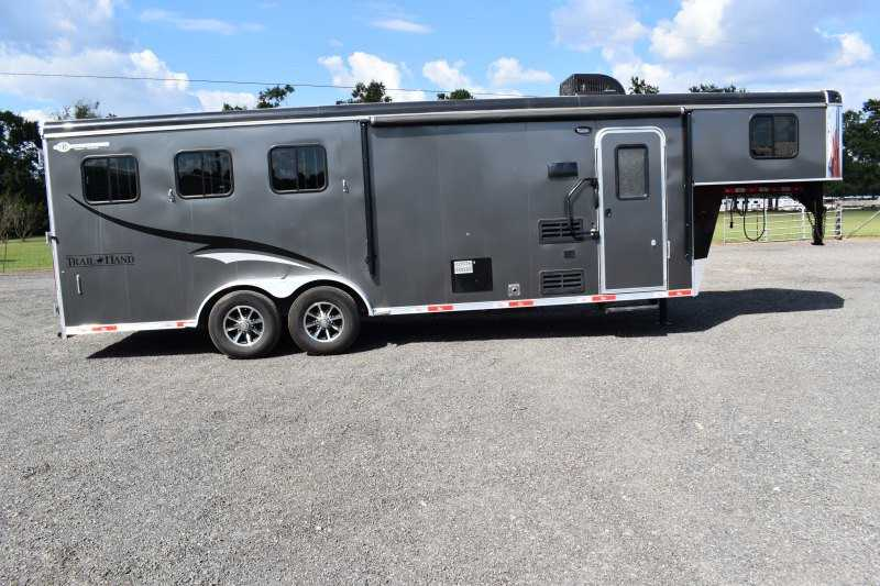 Used 2017 Bison 3 Horse Trailer with 9' Short Wall